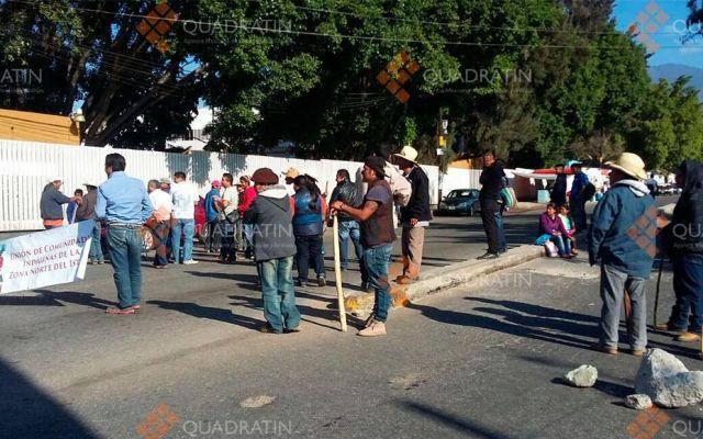 Inconformes bloquean calles y toman dependencias en Oaxaca - Foto de Quadratín