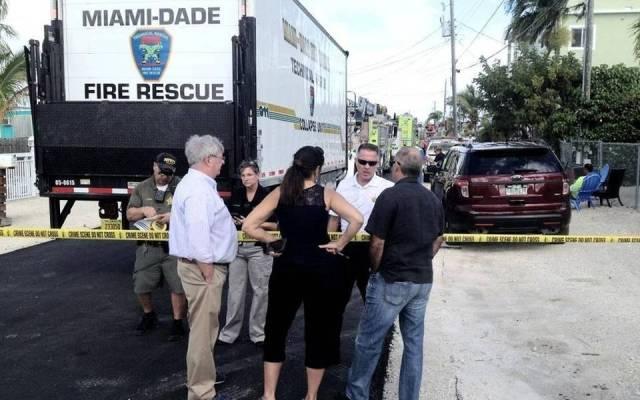 Mueren 3 hombres en alcantarilla por gas tóxico