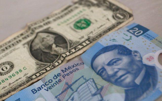 Dólar cierra jornada hasta en 18.38 pesos a la venta