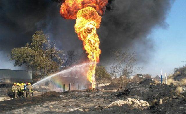 Ducto de Pemex presenta fuga e incendio en Jalisco