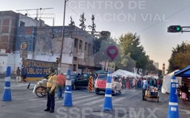 Continúa cerrada avenida Bucareli por manifestantes - Foto de SSP