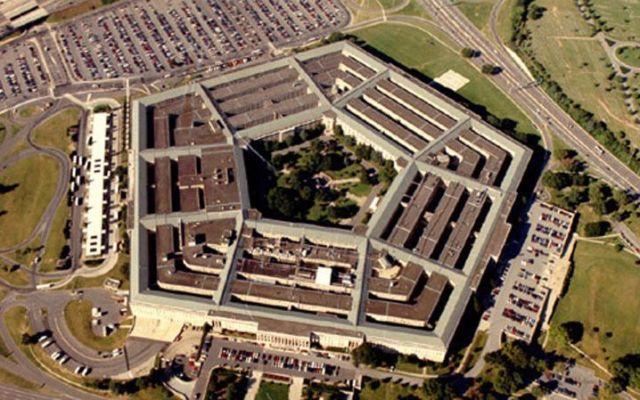 Trump pone ultimátum al Pentágono para despedir a soldados transgénero - El Pentágono. Foto de AP