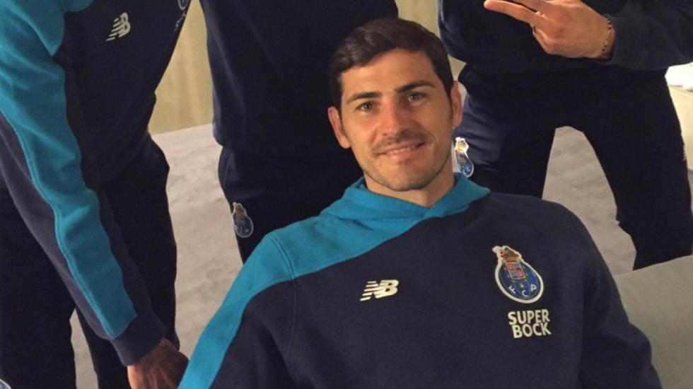 Iker Casillas trollea a Héctor Herrera - Foto de Internet