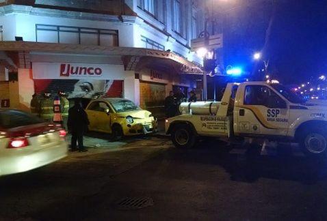 Conductora ebria choca en tienda del Centro Histórico de la capital