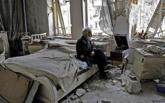 El hombre que colecciona automóviles en Alepo