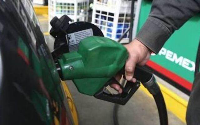 Gasolina Magna se vende hasta en 16.41 pesos - Foto de archivo