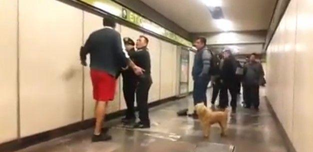 #Video Agreden a policías del Metro por pedir a usuario llevar a su perro con cadena - Foto de Internet