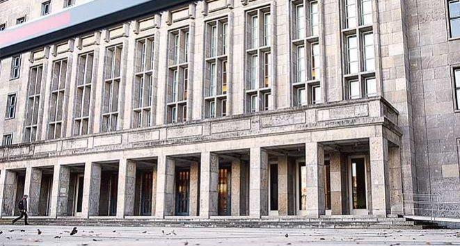Desactivan paquete con explosivos en Ministerio de Finanzas alemán - Foto de AP