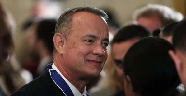 #Video Tom Hanks ayuda con propuesta de matrimonio