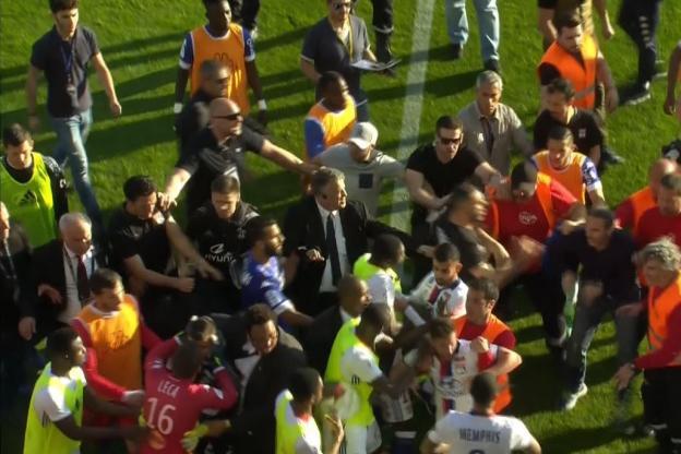 #Video Suspenden partido por amenazas de seguidores en Francia - Foto de L'Equipe