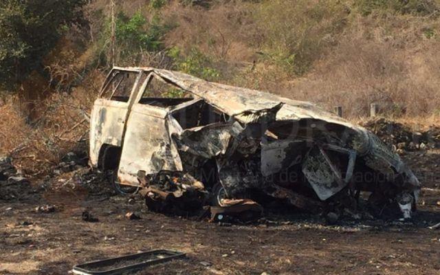 Volcadura en la Autopista del Sol deja cuatro muertos