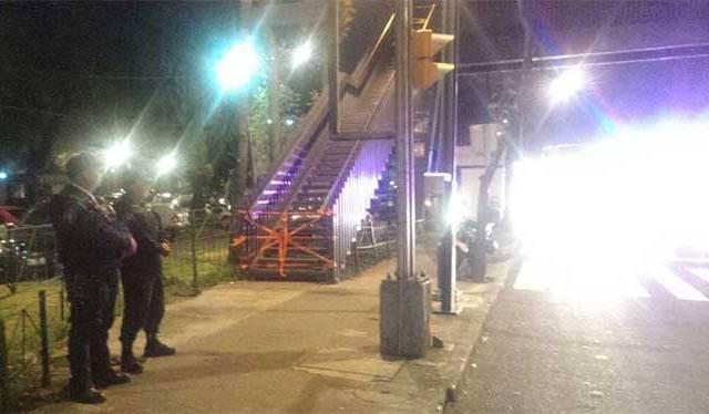 Cierran puente peatonal en Insurgentes y Eje Norte 2 por posible desplome - Foto de Carlos Arteaga