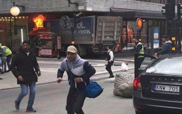 Aumentan a cinco los muertos por el atentado en Estocolmo - Foto de Internet