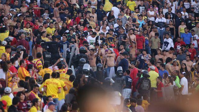Detienen a 15 aficionados de Pumas tras partido ante Morelia - Foto de ACG
