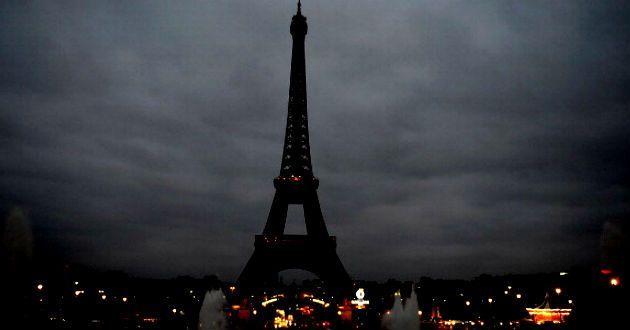 París apagará Torre Eiffel en homenaje a las víctimas del atentado en Rusia