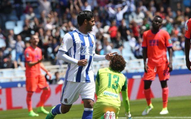 Real Sociedad de Vela manda al descenso al Granada de Ochoa - Carlos Vela. Foto de @RealSociedad