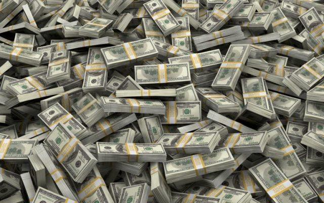Bezos, Gates y Buffett acumulan más dinero que la mitad de habitantes de EE.UU. - Foto de archivo
