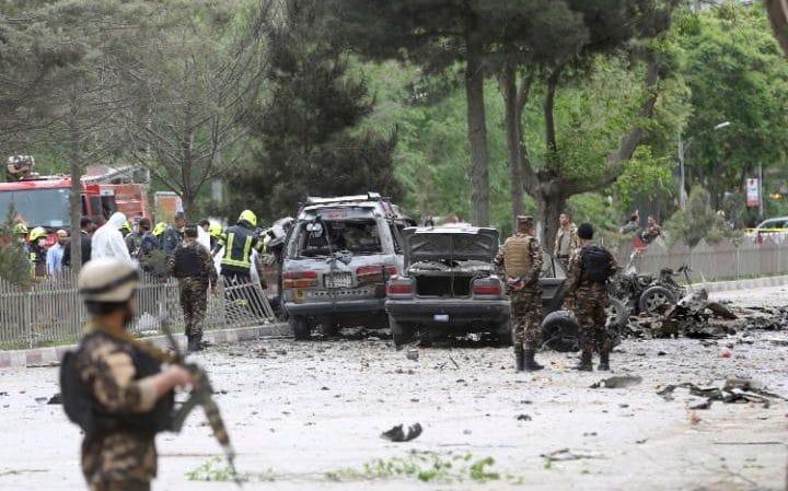 Ataque contra convoy de la OTAN deja ocho muertos en Afganistán - Foto de AP