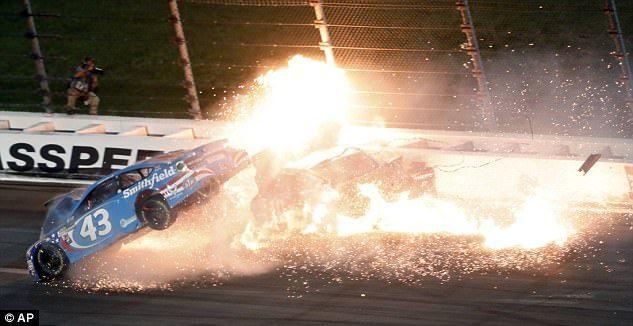 #Video Aparatoso choque en una carrera de Nascar - Foto de AP