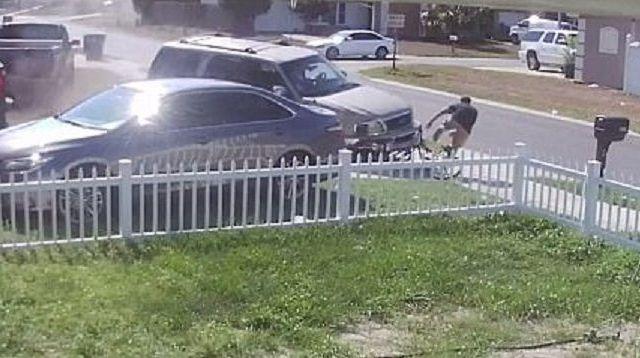 #Video Joven se salva tras ser golpeado por camioneta