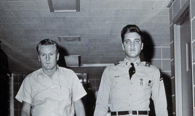 Subastan avión de Elvis Presley por 430 mil dólares - Vernon y Elvis Presley
