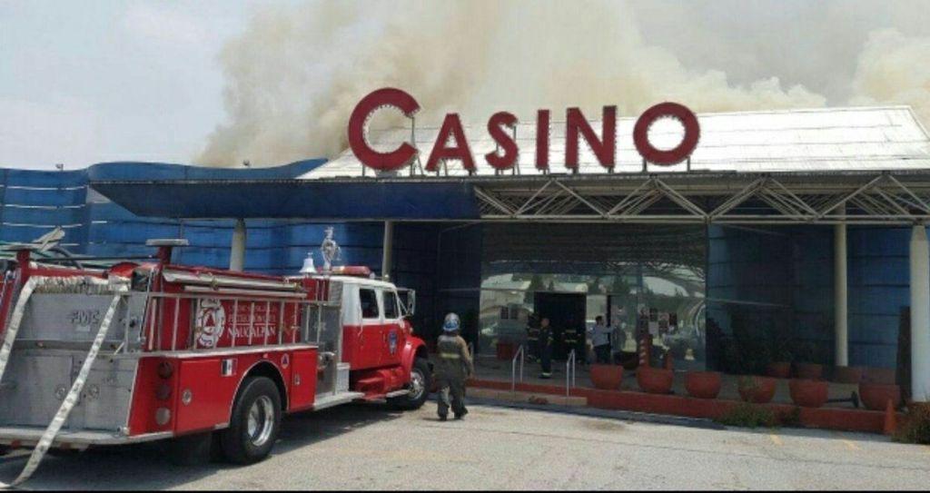 Controlan incendio de casino en Naucalpan - Foto de Internet