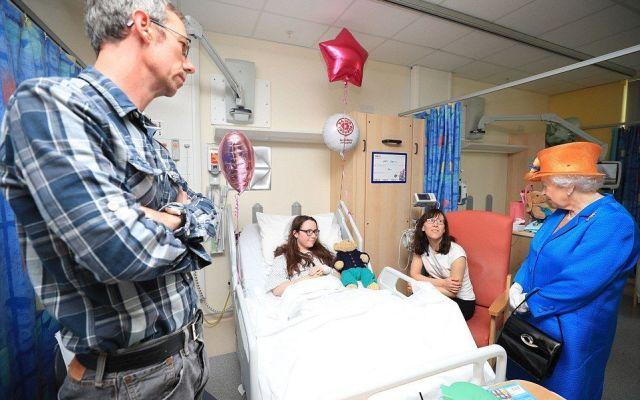 La reina visita a los heridos por el ataque en Manchester - Foto de PA