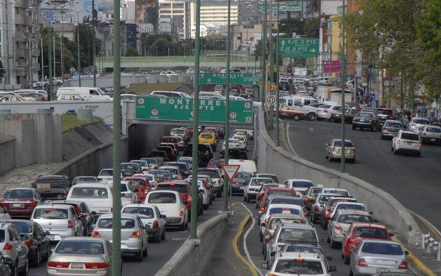 Conductores de la CDMX pierden más de nueve días al año en el tráfico - Foto de archivo