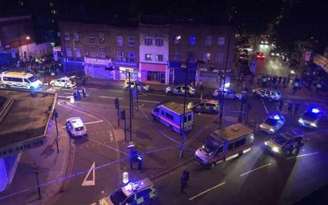 Vehículo atropella a varios peatones en Londres