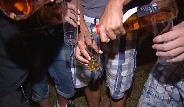 Consumo de alcohol se triplica cuando adolescentes pasan al bachillerato