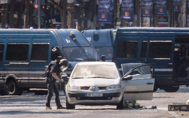 Atacante en Campos Eliseos está muerto