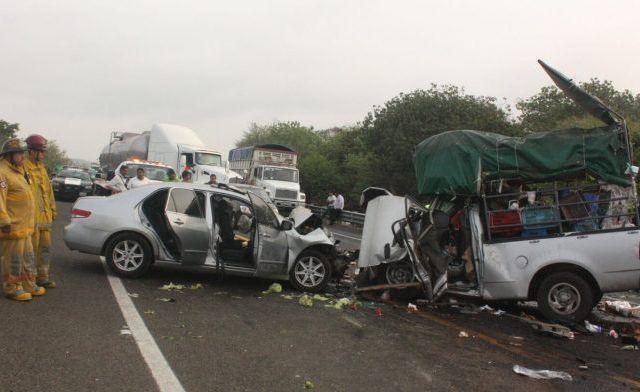 Choque en la Autopista Siglo 21 deja seis lesionados - Foto de Julio César Aguirre/Quadratín