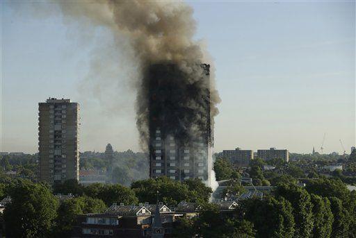 Jugador del Newcastle ayudó a damnificados del incendio de Londres - Foto de AP