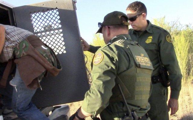Detienen a cuatro migrantes en campamento humanitario en Arizona