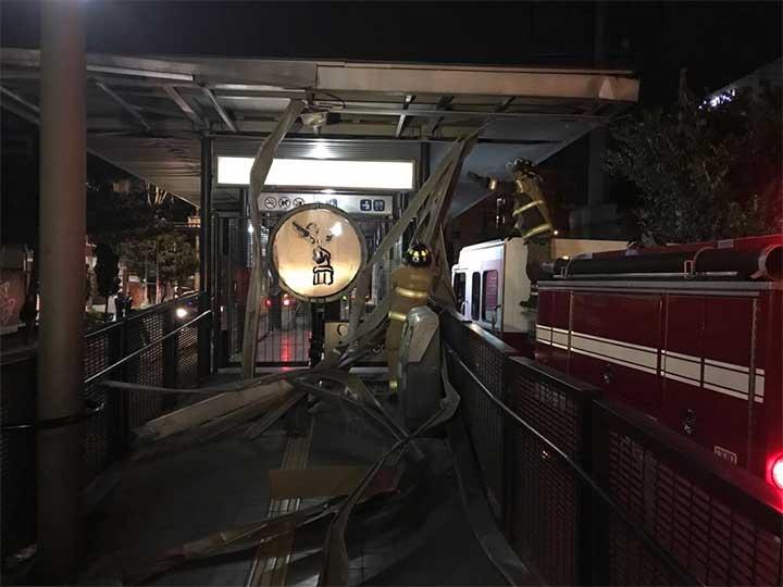 Cierran estación Xola del Metrobús por daños en el techo - Foto de Mirna Andrade