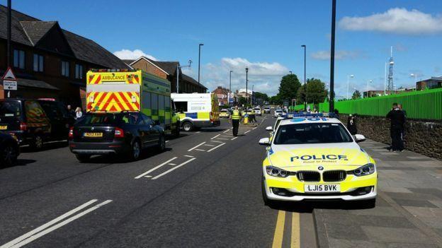 Automóvil arrolla a multitud en Newcastle. Hay seis heridos - Foto de BBC