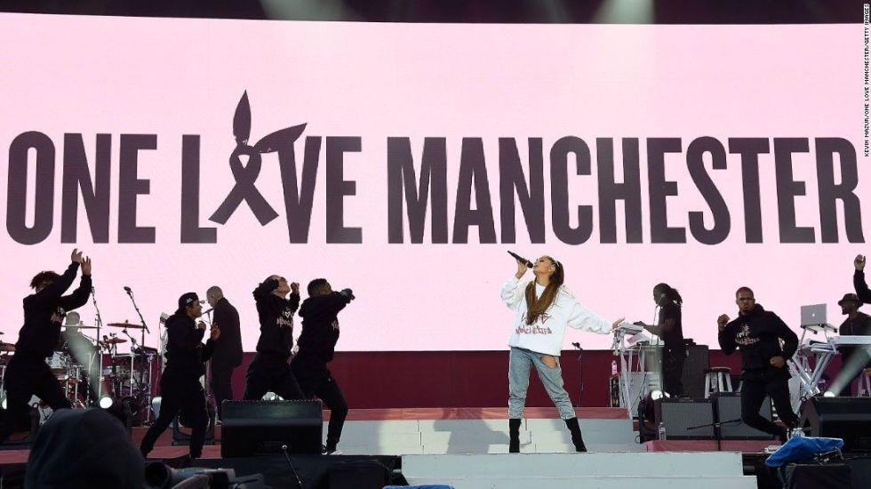 Ariana Grande lanza 'Somewhere over the rainbow' en apoyo a las víctimas de Manchester - Foto de internet