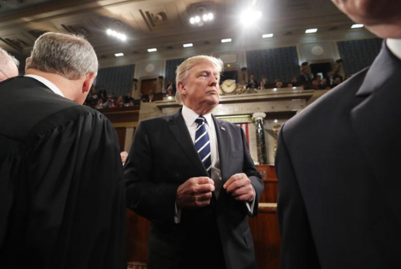 Legisladores invitan a Trump a declarar en el Senado tras audiencia de Comey - Foto de Reuters