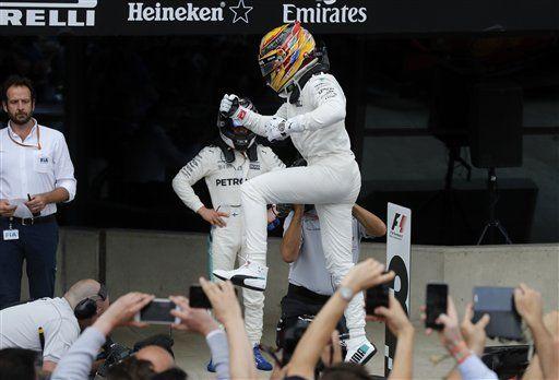 Hamilton gana el Gran Premio de Gran Bretaña - Foto de AP/Frank Augstein