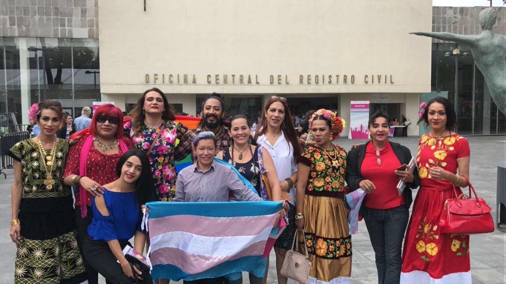 Entregan actas de nacimiento con cambio de género en la Ciudad de México - Foto de @ManuelGranados_