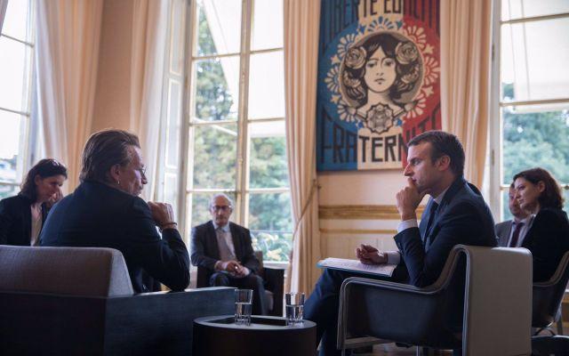 Emmanuel Macron se reúne con Bono - Foto de Twitter Emmanuel Macron