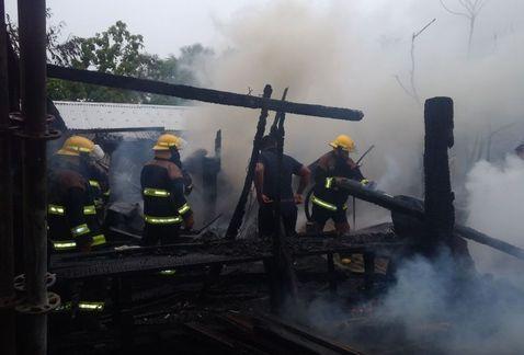 Incendio consume taller de carpintería y casa en Ciudad Madero - Foto de Milenio