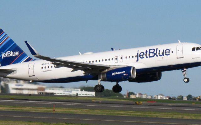 #Video Expulsan a familia de avión porque niña pateó asiento