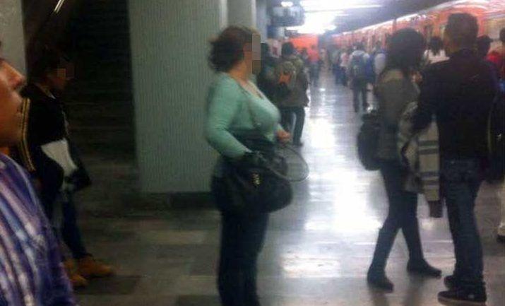 Presuntos delincuentes golpean a pareja en Línea 2 del Metro - Foto de Facebook