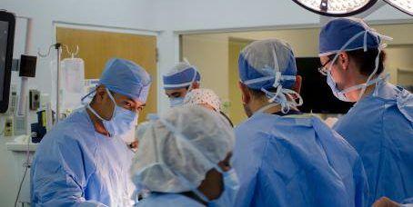 Realizan las primeras cirugías torácicas con robot en México - Foto de El Financiero