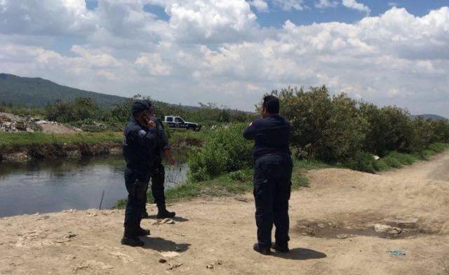 Encuentran cadáver en canal de aguas negras en Valle de Chalco