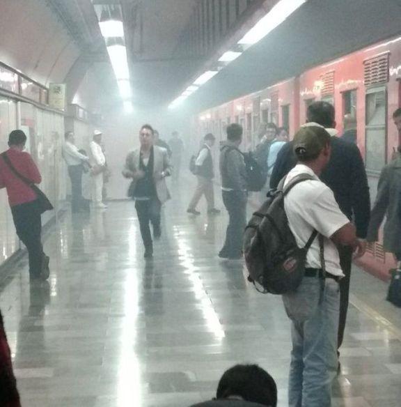 Sale humo en estación Aquiles Serdán de Línea 7 del Metro
