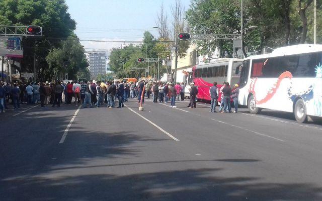 Manifestantes cierran Cuauhtémoc y Municipio Libre - Foto de @ramnayba