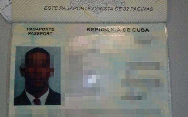 Detienen a cubano por insultar a pasajeros en vuelo de Aeroméxico - Foto de SSP