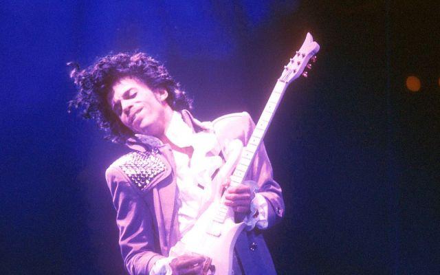 Crean tono de morado en honor a Prince - Foto de internet